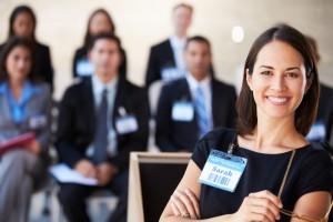 Lernen Sie 30 bewährte Methoden und Techniken um erfolgreich zu präsentieren.